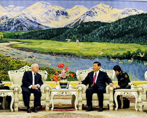U.S. Defense Secretary Robert M. Gates and Chinese Vice President Xi Jinping meet at the Great Hall of the People in Beijing, Jan. 10, 2011. Photo: via Wikimedia Commons